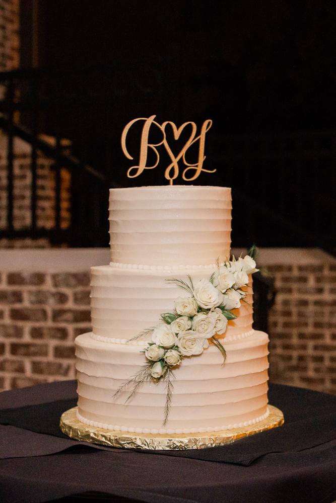 Gulfport Beach Wedding | Annie Elise Photography | cake shot | fleur de lis bakery