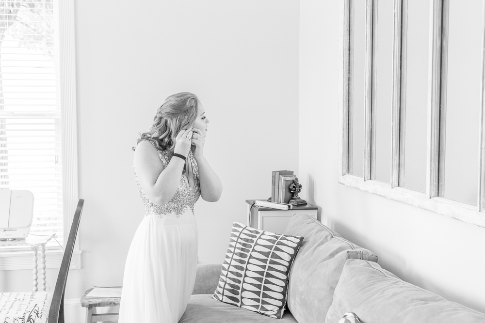 Gulfport Beach Wedding | Black and white getting ready | Annie Elise Photography