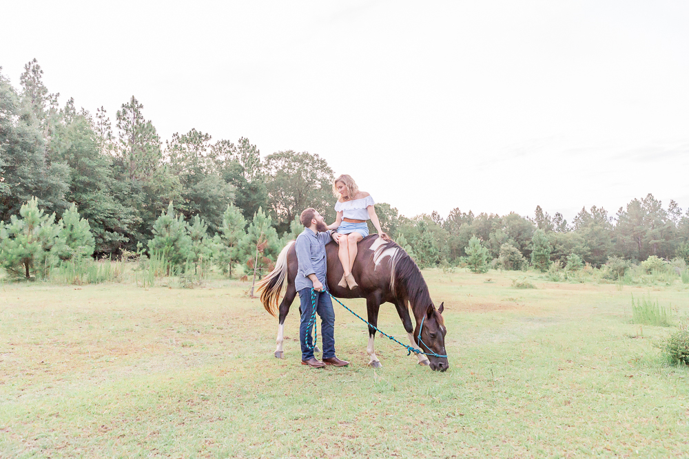 Engagement session with horses | Activities and location of love