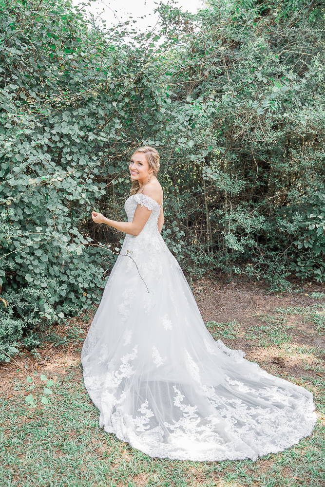 Annie Elise Photography | Bride Portrait Outdoors | Burgundy Flowers | Radiant Bride | I Do Bridal