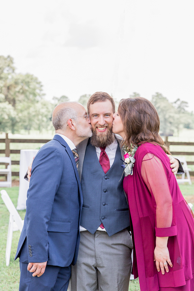 Mississippi Wedding Photographer | Family Formals | Generation photo | Kissing